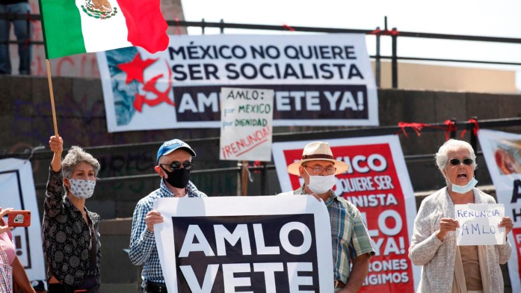 Ciudadanos protestan contra AMLO