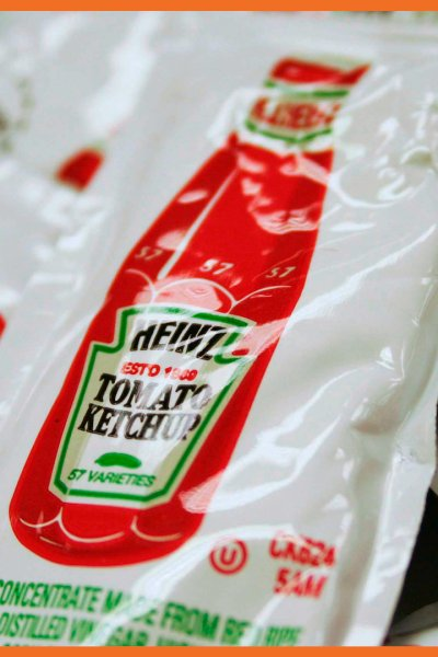 Pile of Heinz ketchup packets are shown