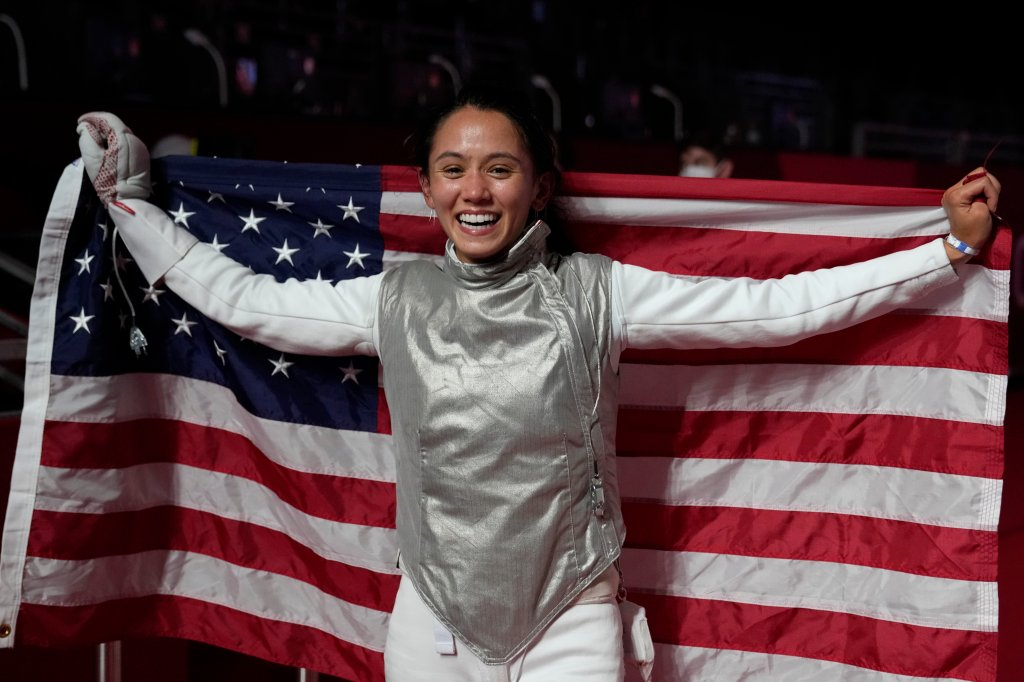 Lee Kiefer of the United States celebrates winning the women's individual Foil final competition against Inna Deriglazova of the Russian Olympic Committee at the 2020 Summer Olympics, Sunday, July 25, 2021, in Chiba, Japan.