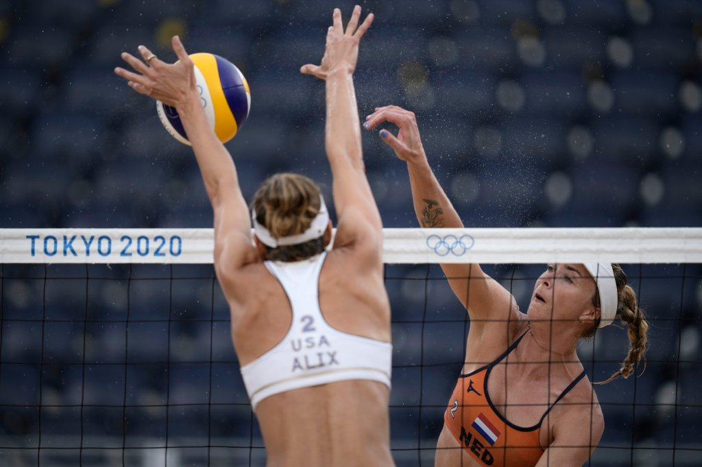 Madelein Meppelink, right, of the Netherlands, takes a shot as Alix Klineman, of the United States defends