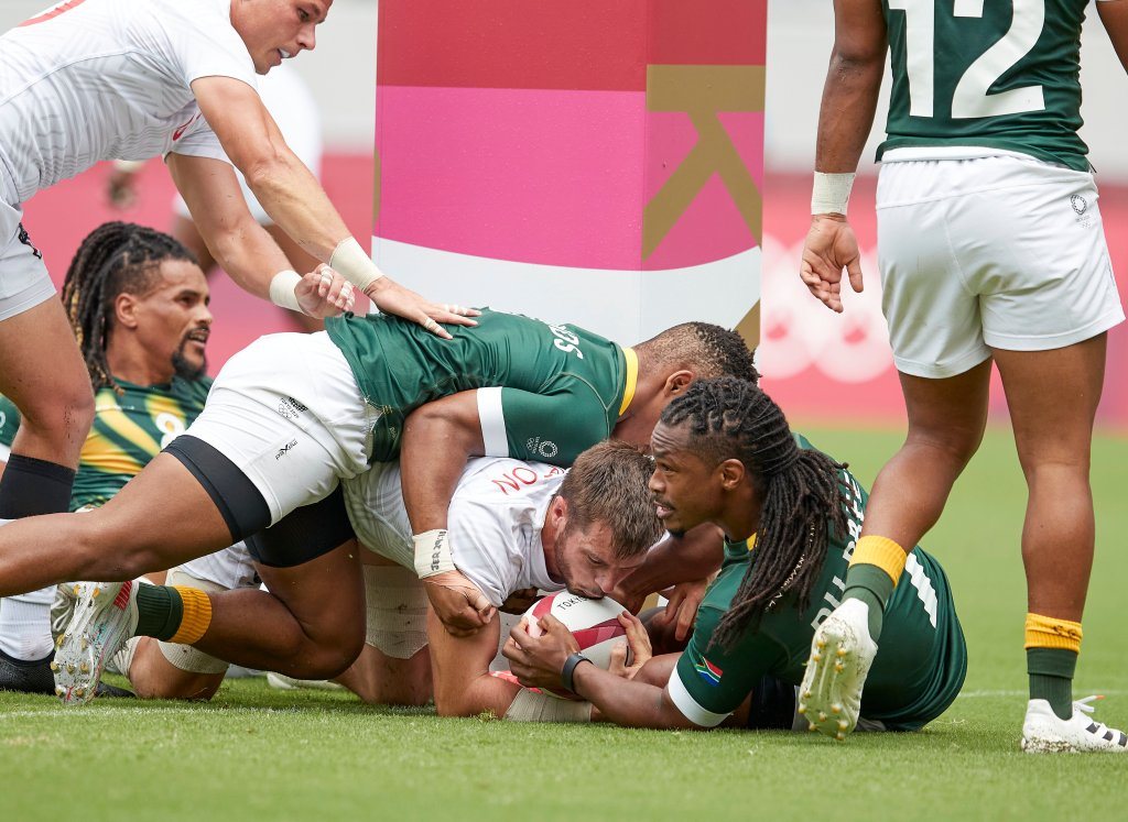 Branco du Preez of South Africa and Brett Thompson of USA battle for the ball during the Rugby Pool C match between South Africa and United States on day four of the Tokyo 2020 Olympic Games at Tokyo Stadium on July 27, 2021 in Chofu, Tokyo, Japan.