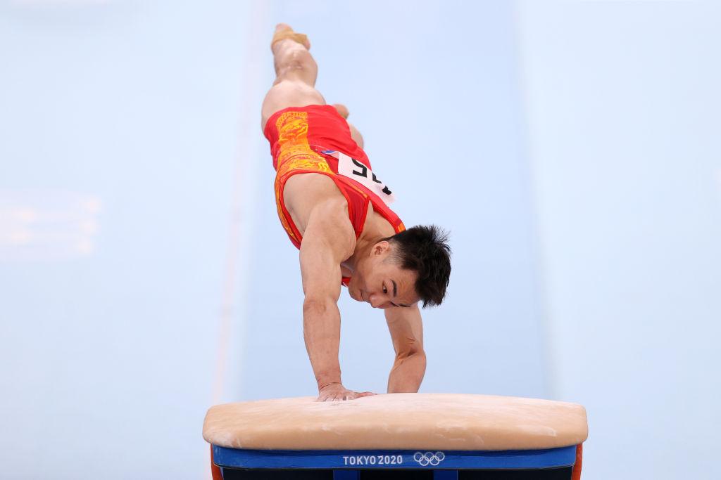 Wei Sun vom Team China tritt an, um zu springen