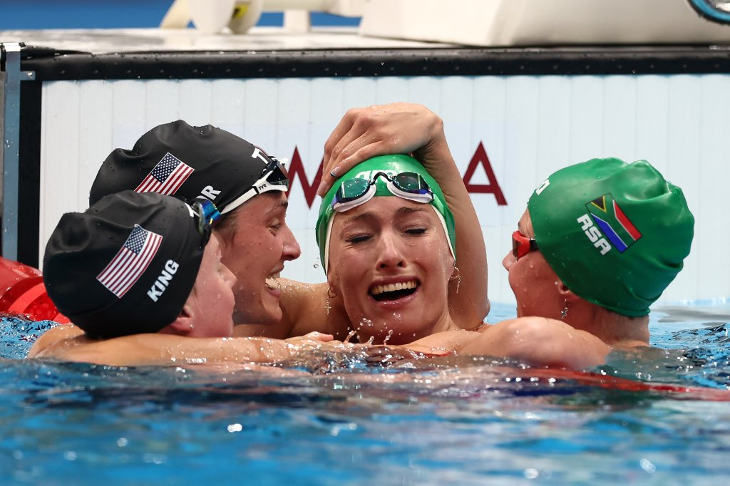 Tatjana Schoenmaker of Team South Africa is congratulated by Lilly King of Team United States, Annie Lazor of Team United States and Kaylene Corbett of Team South Africa