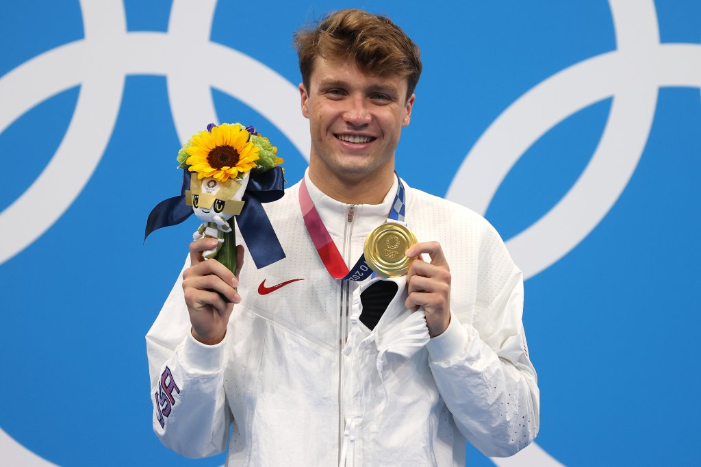 Gold medalist Robert Finke of Team United States poses in the podium of Men's 1500m Freestyle on day nine of the Tokyo 2020 Olympic Games at Tokyo Aquatics Centre on August 01, 2021 in Tokyo, Japan.