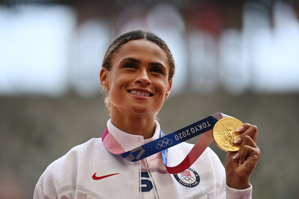 Gold medallist USA's Sydney Mclaughlin poses with her medal on the podium after the women's 400m hurdles event during the Tokyo 2020 Olympic Games at the Olympic Stadium in Tokyo, Japan on Aug. 4, 2021.