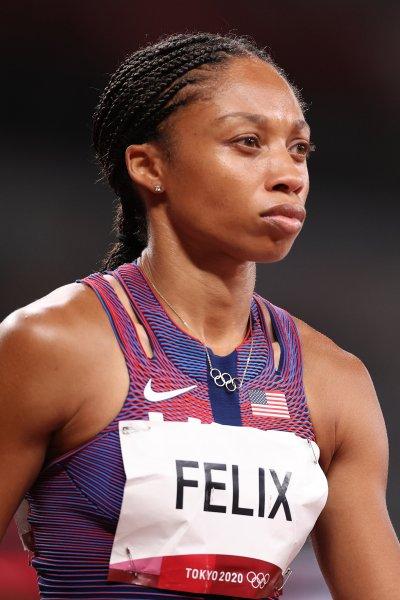 Allyson Felix prepares for her 400m race