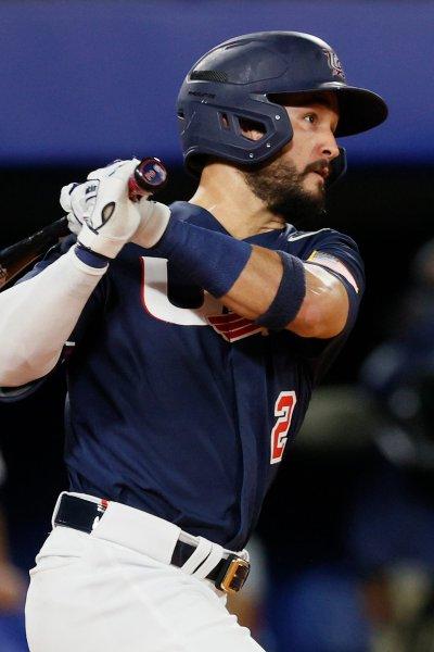 Eddy Alvarez bats